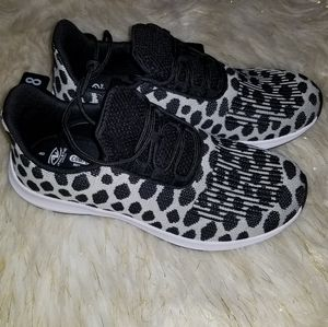 Athletic Works Snow Leopard Size 8